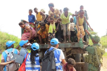 DR Congolese refugees truck